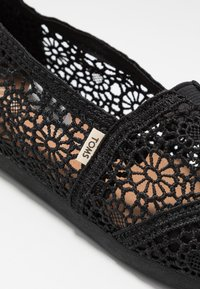 TOMS - ALPARGATA - Scarpe senza lacci - black - 2