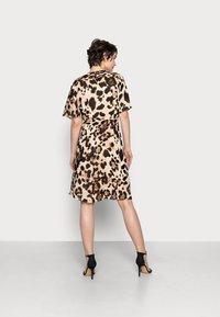 InWear - YASMEEN WRAP DRESS - Day dress - natural big - 2
