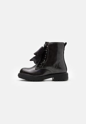 Kotníkové boty - gris