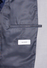 Isaac Dewhirst - FASHION SUIT - Suit - light grey - 8