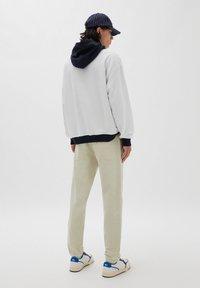 PULL&BEAR - Straight leg jeans - mottled beige - 2