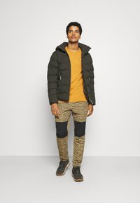 The North Face - CLASS PANT - Tygbyxor - tan/black - 1