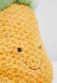 Jellycat - AMUSEABLE PINEAPPLE BAG - Taška spříčným popruhem - yellow - 2