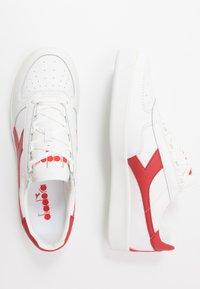 Diadora - B.ELITE - Zapatillas - white/ferrari red - 1