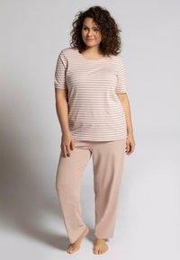 Ulla Popken - Pyjama set - mauve - 0