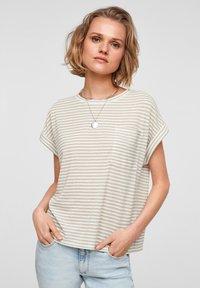 QS by s.Oliver - Print T-shirt - beige stripes - 0