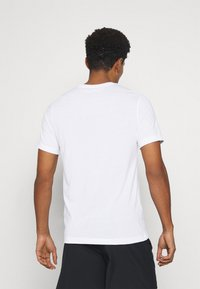 Nike Performance - TEE CANT FAKE IT - Funktionströja - white - 2