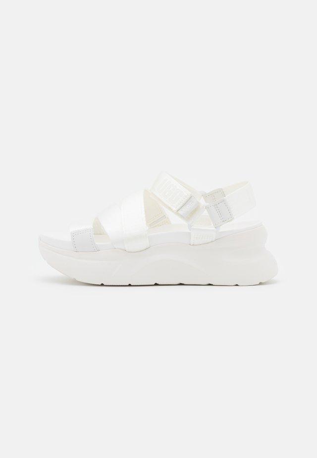 LA SHORES - Sandalen met plateauzool - white