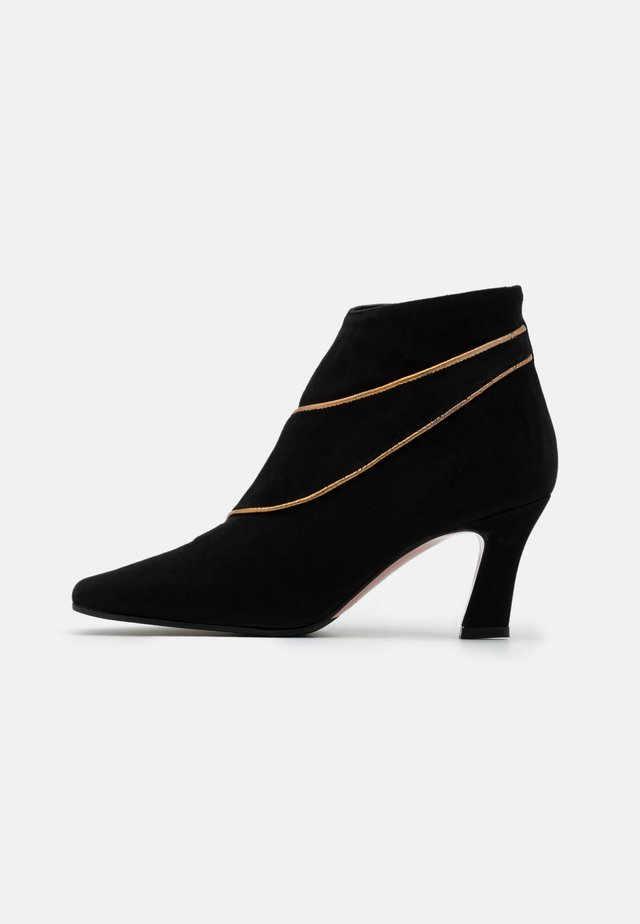 CLOE - Ankle boots - nero/antik gold