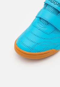 Kappa - KICKOFF UNISEX - Sports shoes - azur/black - 5