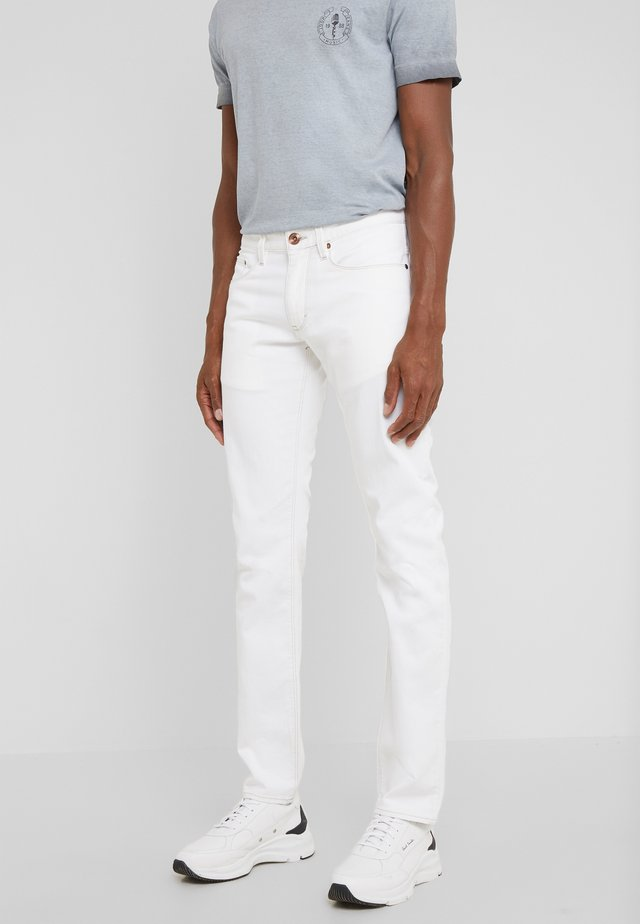 STEPHEN  - Jeansy Slim Fit - white