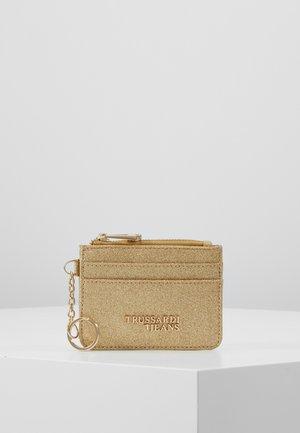 CLOE ZIP CARD KEYCHAIN GLITTER - Portafoglio - light gold
