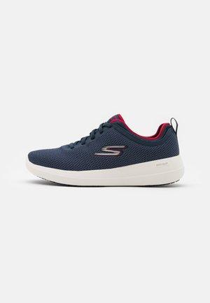 GO WALK MAX DELUXE - Sportieve wandelschoenen - navy/red