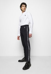 KARL LAGERFELD - PANTS - Pantaloni sportivi - midnight blue - 3