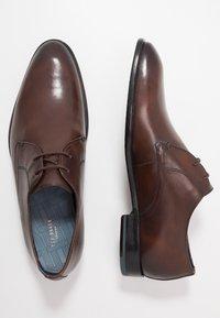 Ted Baker - SUMPSA DERBY SHOE - Stringate eleganti - brown - 1