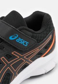 ASICS - JOLT 3 UNISEX - Zapatillas de running neutras - black/reborn blue - 5