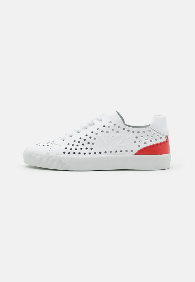 GYMNIC - Sneakers laag - white/red