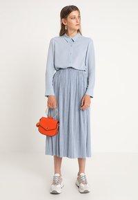 Samsøe Samsøe - UMA SKIRT - Pleated skirt - dusty blue - 1