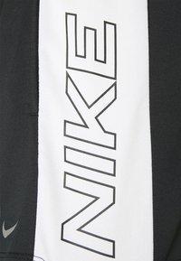 Nike Performance - DRY - Pantalón corto de deporte - black/sail - 5