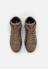 Geox - LEELU - Sneakers hoog - dark beige - 5