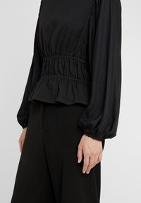 Opening Ceremony - Langærmede T-shirts - black - 4