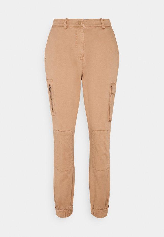 MIRIAMKB PANTS - Pantalon classique - tabacco brown
