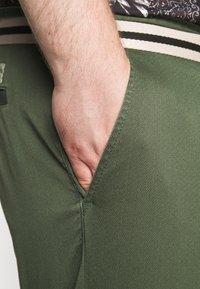 TOM TAILOR MEN PLUS - BERMUDA - Shorts - green - 5