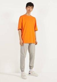 Bershka - Basic T-shirt - orange - 1
