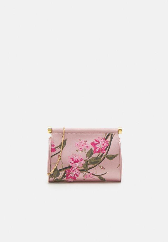 SHOULDER BAG - Pochette - fantasy pink