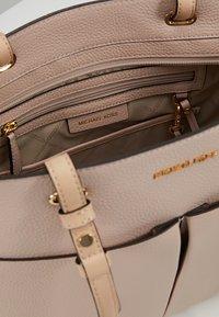 MICHAEL Michael Kors - BEDFORD POCKET TOTE - Handbag - soft pink - 4