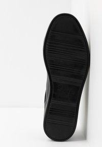 Calvin Klein - MAINE - Sneakersy niskie - black - 4