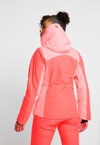 Halti - SAARUA JACKET - Lyžařská bunda - neon fiery coral - 2