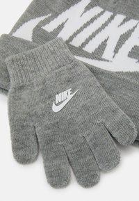 Nike Sportswear - POM BEANIE GLOVE SET - Gloves - grey heather - 3