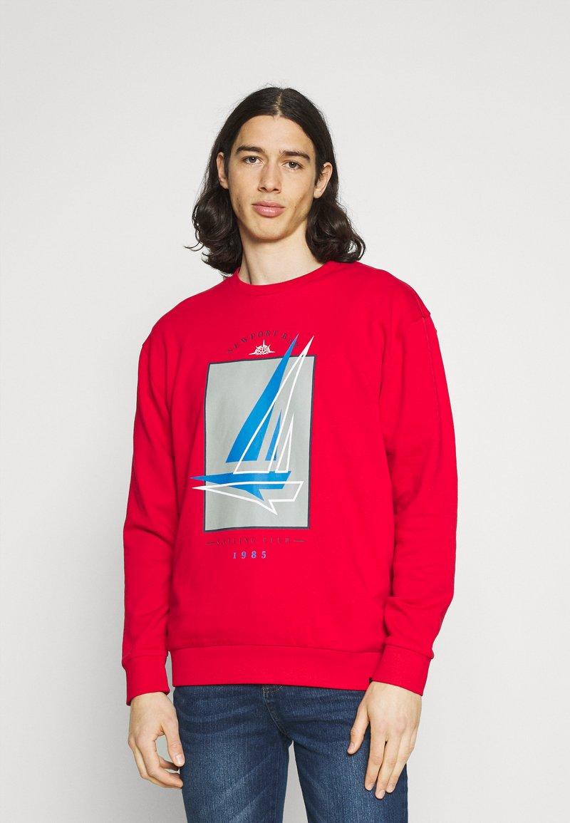 Newport Bay Sailing Club - GRAPHIC - Sweatshirt - red