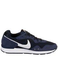 Nike Sportswear - VENTURE - Sneakers - midnight navy/white - 6