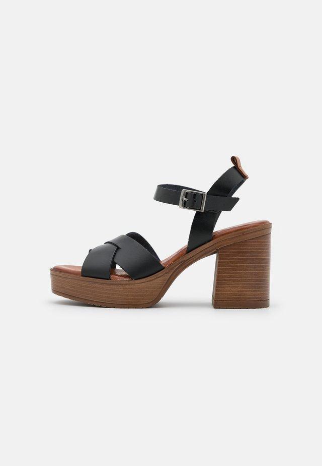 ROSAURA - Sandalen met plateauzool - black
