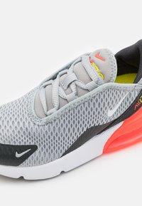 Nike Sportswear - AIR MAX 270 UNISEX - Sneakers laag - light smoke grey/white/dark smoke grey - 5