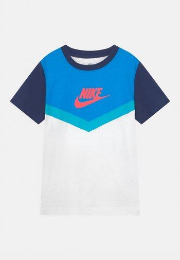 FUTURA CHEVRON - Print T-shirt - blue void