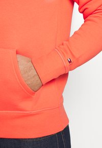 Tommy Hilfiger - LOGO HOODY - Sweat à capuche - orange - 5
