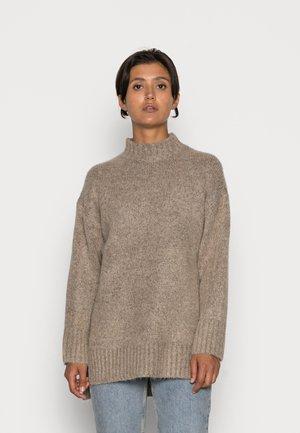 ONLZOLTE HIGHNECK - Jersey de punto - taupe/gray melange