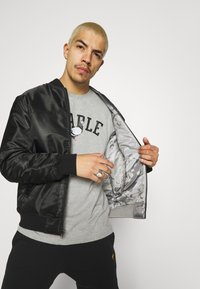 STAPLE PIGEON - COLLEGE TEE UNISEX - Print T-shirt - heather grey - 3
