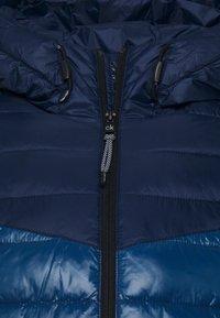 Calvin Klein - HOODED JACKET - Light jacket - blue - 6