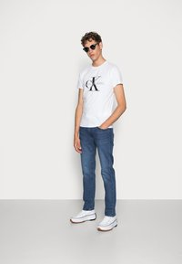 Calvin Klein Jeans - ICONIC MONOGRAM SLIM TEE - Print T-shirt - bright white - 1