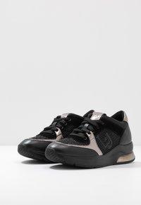 Liu Jo Jeans - KARLIE  - Sneakers laag - black - 4