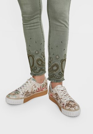 CAMOFLOWERS - Sneakers - white
