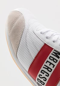 Bikkembergs - BARTHEL - Trainers - white/red - 5