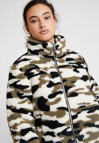 Urban Classics - LADIES CAMO SHERPA JACKET - Winter jacket - wood - 3