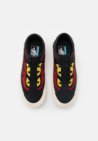 Vans - BOLD UNISEX - Trainers - black/red - 3