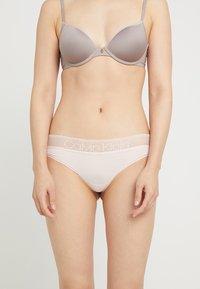 Calvin Klein Underwear - BRAZILIAN - String - rose - 0
