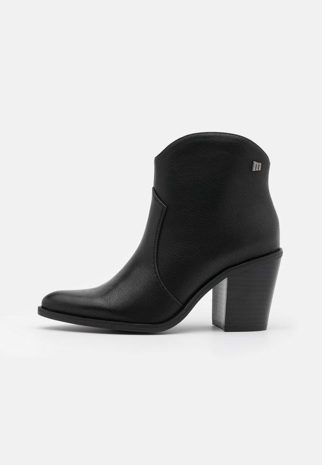 LAMBRA - Ankle boot - lantana